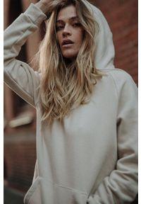 MUUV - Bluza bawełniana Smooth Cotton. Kolor: beżowy. Materiał: bawełna. Długość rękawa: długi rękaw. Długość: długie