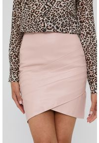 Guess - Spódnica. Kolor: różowy. Długość: długie