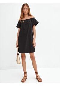TOP SECRET - Krótka sukienka cold shoulder. Kolor: czarny. Typ sukienki: koszulowe. Długość: mini