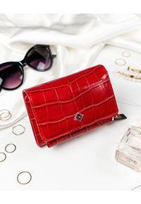 MILANO DESIGN - Portfel damski czerwony Milano Design SF1858-CR RED. Kolor: czerwony. Materiał: skóra ekologiczna