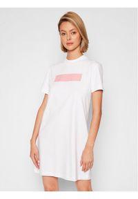 Calvin Klein Jeans Sukienka codzienna J20J216461 Biały Regular Fit. Okazja: na co dzień. Kolor: biały. Typ sukienki: proste. Styl: casual
