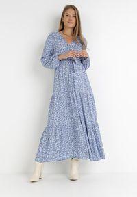 Born2be - Niebieska Sukienka Zelelis. Kolor: niebieski. Długość rękawa: długi rękaw. Wzór: kwiaty. Typ sukienki: kopertowe. Długość: maxi