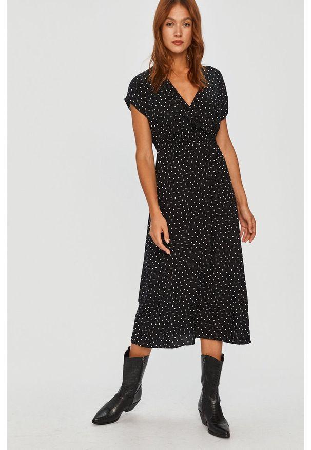 Czarna sukienka Answear Lab na co dzień, w grochy, wakacyjna, rozkloszowana