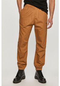Pomarańczowe spodnie Levi's® na spotkanie biznesowe, biznesowe, gładkie