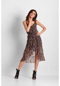 IVON - Kopertowa Sukienka w Panterkę na Ramiączkach. Materiał: poliester. Długość rękawa: na ramiączkach. Wzór: motyw zwierzęcy. Typ sukienki: kopertowe