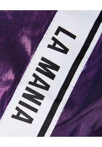 LA MANIA - Fioletowe spodnie z połyskiem. Kolor: fioletowy, różowy, wielokolorowy. Wzór: aplikacja