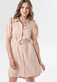 Born2be - Jasnoróżowa Sukienka Calomis. Kolor: różowy
