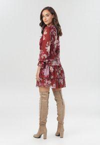 Born2be - Bordowa Sukienka Ynisola. Okazja: na co dzień. Typ kołnierza: dekolt gorset. Kolor: czerwony. Wzór: kwiaty, nadruk, kolorowy. Typ sukienki: gorsetowe. Styl: casual. Długość: mini