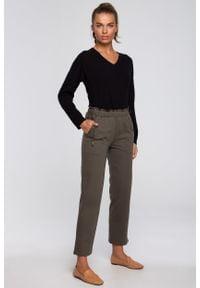 MOE - Dzianinowe Spodnie Typu Joggers- oliwkowe. Kolor: oliwkowy. Materiał: dzianina