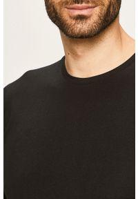 Czarny t-shirt Selected z okrągłym kołnierzem