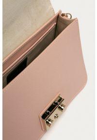 Furla - Torebka skórzana Metropolis. Kolor: różowy. Materiał: skórzane