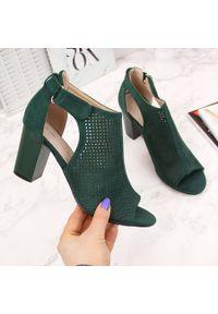 Zielone sandały Sabatina w ażurowe wzory