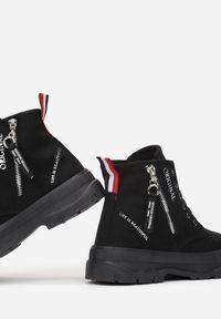 Born2be - Czarne Trampki Tara. Nosek buta: okrągły. Zapięcie: zamek. Kolor: czarny. Materiał: guma. Szerokość cholewki: normalna. Wzór: aplikacja, kolorowy. Styl: klasyczny #5