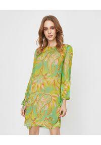 MALIPARMI - Zielona sukienka z jedwabiu. Okazja: na co dzień. Kolor: zielony. Materiał: jedwab. Wzór: kolorowy. Sezon: wiosna, lato. Typ sukienki: proste. Styl: elegancki, casual. Długość: mini