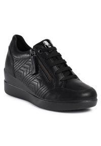 Czarne buty sportowe Geox na koturnie, na średnim obcasie, z cholewką