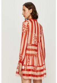 Czerwona sukienka TwinSet rozkloszowana, mini, w kwiaty, z okrągłym kołnierzem