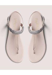 PRETTY BALLERINAS - Beżowe japonki z kryształami Judy. Okazja: na imprezę. Kolor: beżowy. Wzór: aplikacja. Sezon: lato