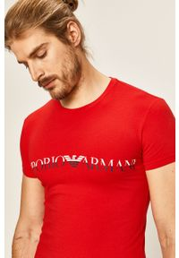 Czerwony t-shirt Emporio Armani z nadrukiem, z okrągłym kołnierzem