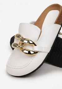 Born2be - Białe Klapki Kallireanes. Nosek buta: okrągły. Kolor: biały. Wzór: gładki, aplikacja
