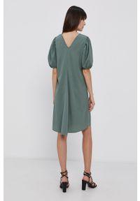 Pieces - Sukienka. Kolor: zielony. Materiał: tkanina. Wzór: gładki. Typ sukienki: rozkloszowane #2