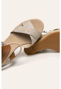 Beżowe sandały TOMMY HILFIGER na klamry, z okrągłym noskiem
