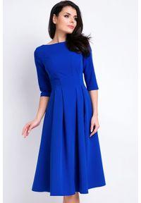 Awama - Elegancka rozkloszowana sukienka midi niebieska. Okazja: do pracy, na spotkanie biznesowe. Kolor: niebieski. Materiał: poliester, wiskoza, materiał, elastan. Wzór: jednolity, aplikacja. Typ sukienki: rozkloszowane. Styl: elegancki. Długość: midi
