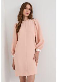 Victoria Victoria Beckham - Sukienka. Okazja: na co dzień. Kolor: różowy. Materiał: tkanina. Wzór: gładki. Typ sukienki: proste. Styl: casual