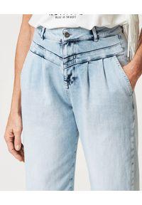 TwinSet - TWINSET - Jeansy z wysokim stanem. Okazja: na co dzień. Stan: podwyższony. Kolor: niebieski. Styl: casual
