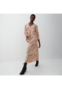 Reserved - Sukienka z wiskozy - Beżowy. Kolor: beżowy. Materiał: wiskoza