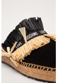 Czarne klapki Love Moschino na koturnie, bez obcasa, z okrągłym noskiem