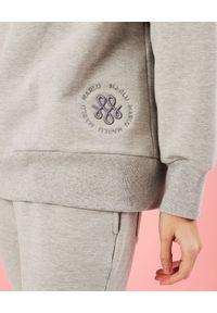 MARLU - Szara bluza z haftowanym logo. Kolor: szary. Materiał: dresówka, bawełna. Długość rękawa: długi rękaw. Długość: długie. Wzór: haft