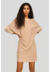 Greenpoint - Dzianinowa sukienka z połyskującą nitką. Materiał: dzianina