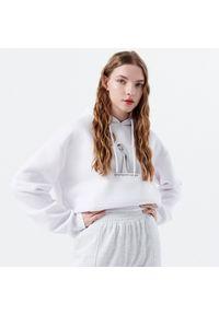 Biała bluza Cropp z nadrukiem, z kapturem