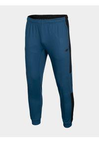 Niebieskie spodnie sportowe 4f na fitness i siłownię