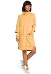 MOE - Żółta Dresowa Asymetryczna Sukienka z Golfem. Typ kołnierza: golf. Kolor: żółty. Materiał: dresówka. Typ sukienki: asymetryczne