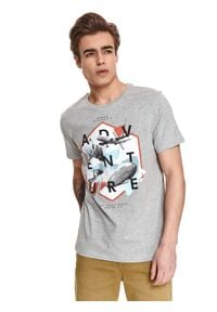 TOP SECRET - T-shirt z nadrukiem. Okazja: na co dzień. Kolor: szary. Materiał: tkanina. Długość rękawa: krótki rękaw. Długość: krótkie. Wzór: nadruk. Sezon: lato. Styl: casual, wakacyjny
