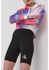 Calvin Klein Jeans - Szorty. Stan: podwyższony. Kolor: czarny. Wzór: nadruk