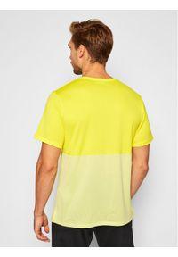 Żółta koszulka sportowa Nike
