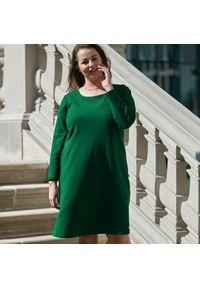 Moda Size Plus Iwanek - Sukienka Klara w odcieniach zieleni XXL OVERSIZE JESIEŃ. Okazja: na co dzień. Kolekcja: plus size. Kolor: zielony. Materiał: dresówka, dzianina, elastan, materiał, bawełna. Sezon: jesień. Typ sukienki: oversize. Styl: elegancki, casual