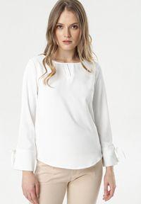Born2be - Biała Bluzka Meregana. Kolor: biały. Długość rękawa: długi rękaw. Długość: długie. Wzór: aplikacja. Styl: elegancki