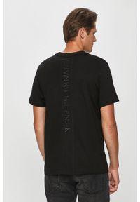Czarny t-shirt Calvin Klein Jeans casualowy, z nadrukiem, na co dzień