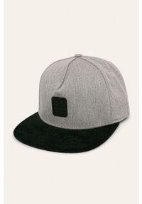 Czarna czapka z daszkiem DC