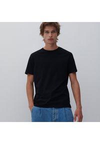 Reserved - Bawełniany t-shirt basic - Czarny. Kolor: czarny. Materiał: bawełna