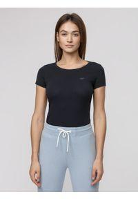 4f - T-shirt damski. Kolor: niebieski. Materiał: bawełna, materiał, elastan. Długość rękawa: krótki rękaw. Długość: krótkie. Sport: fitness, turystyka piesza