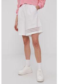 Białe szorty adidas Originals gładkie, sportowe