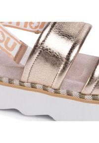 Złote sandały Mou