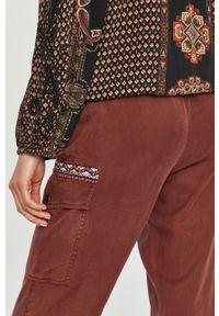 Spodnie materiałowe Desigual z podwyższonym stanem