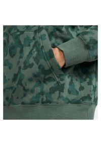 Bluza męska Nike Sportswear Club Camo DA0055. Typ kołnierza: kaptur. Materiał: bawełna, poliester. Wzór: nadruk, moro