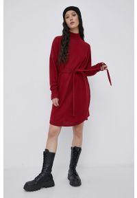 Noisy may - Noisy May - Sukienka. Okazja: na co dzień. Kolor: czerwony. Materiał: dzianina. Typ sukienki: proste. Styl: casual