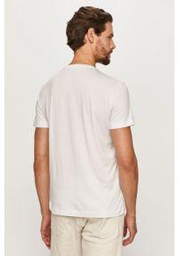 Biały t-shirt EA7 Emporio Armani na co dzień, z okrągłym kołnierzem, casualowy, z nadrukiem